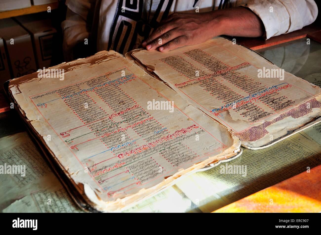 Old Islamic scripture in an Islamic library in the historic centre, Chinguetti, Adrar Region, Mauritania - Stock Image