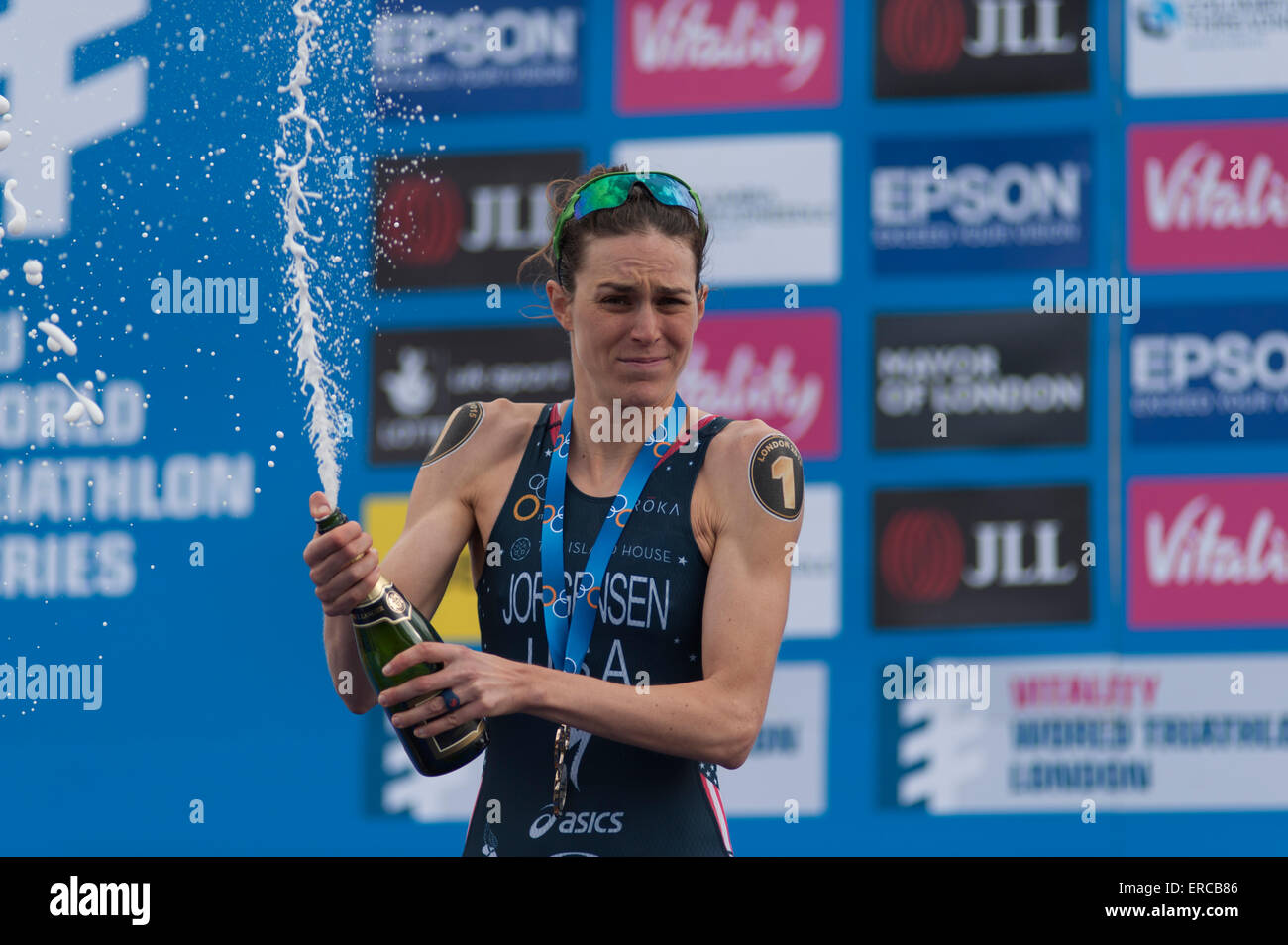 Gwen Jorgensen (USA) celebrates her win at the ITU London Triathlon in Hyde Park in traditional style with Bubbly. - Stock Image