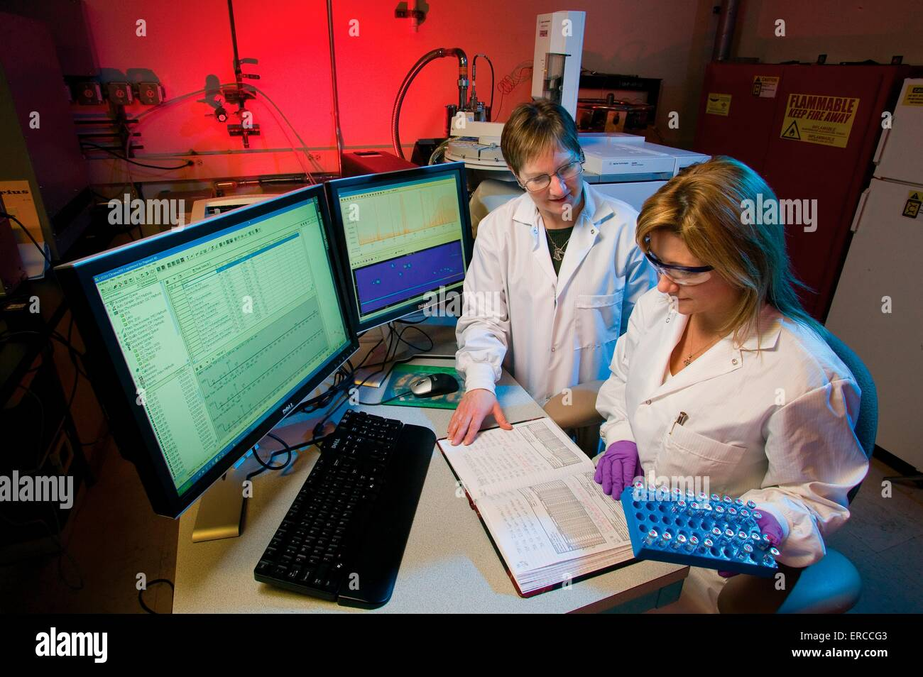 Analytical chemists at Lawrence Livermore National Laboratory work in an environmental reference laboratory at the - Stock Image