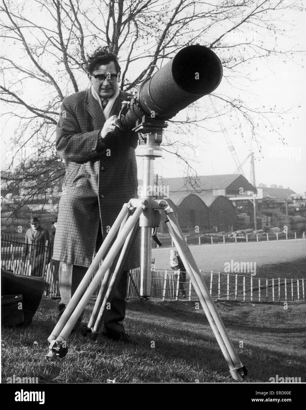 Daily Mirror Photographer Charles Ley seen here with a  telephoto lens attached to his camera 15th January 1962 - Stock Image
