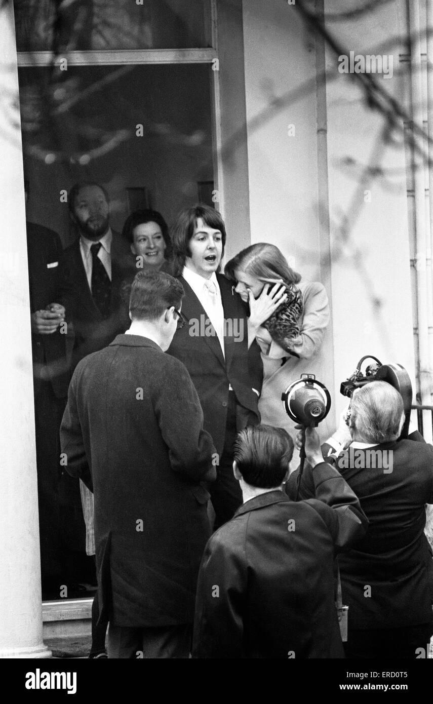 Civil Wedding of Paul McCartney & Linda Eastman, Marylebone Register Office, London, 12th March 1969. - Stock Image