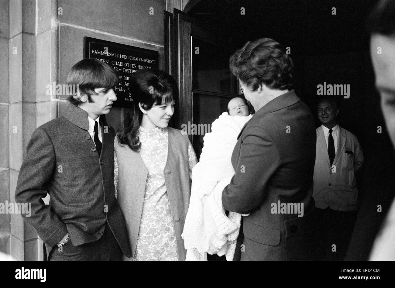 Ringo Starr with wife Maureen Starkey and baby son Zac (aged 9 days old) at Queen Charlottes Maternity Hospital, - Stock Image