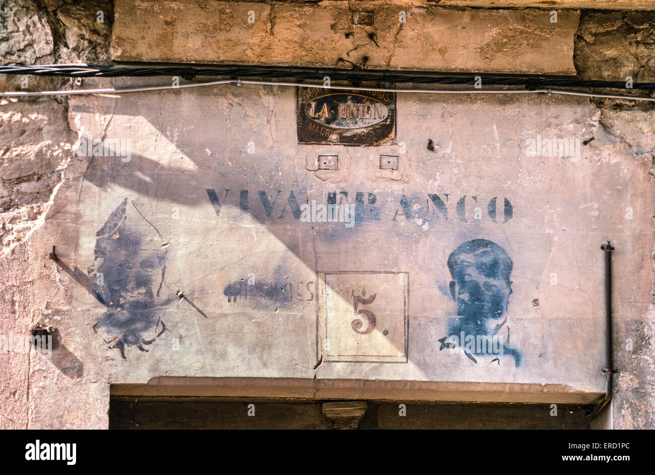 Old Franco propaganda above a doorway in, Ayerbe, Huesca Province, Northern Spain. - Stock Image