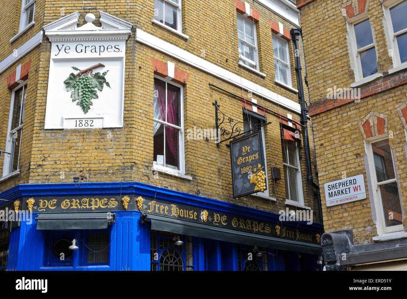 'Ye Grapes' a famous public house in London, England, United Kingdom. - Stock Image