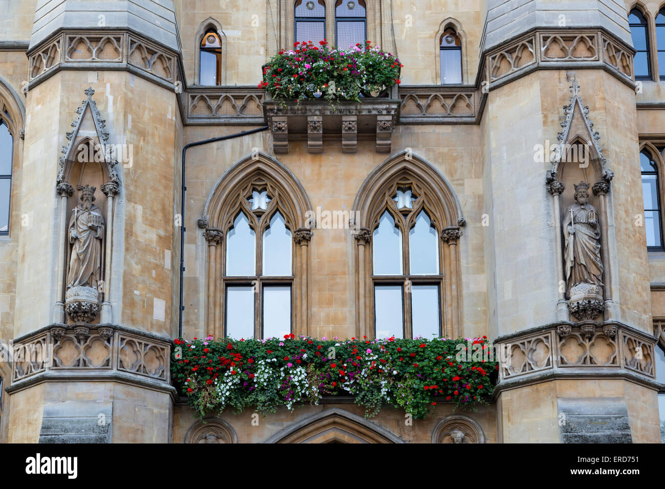 UK, England, London.  Statues above Entrance to Dean's Yard, Westminster. - Stock Image