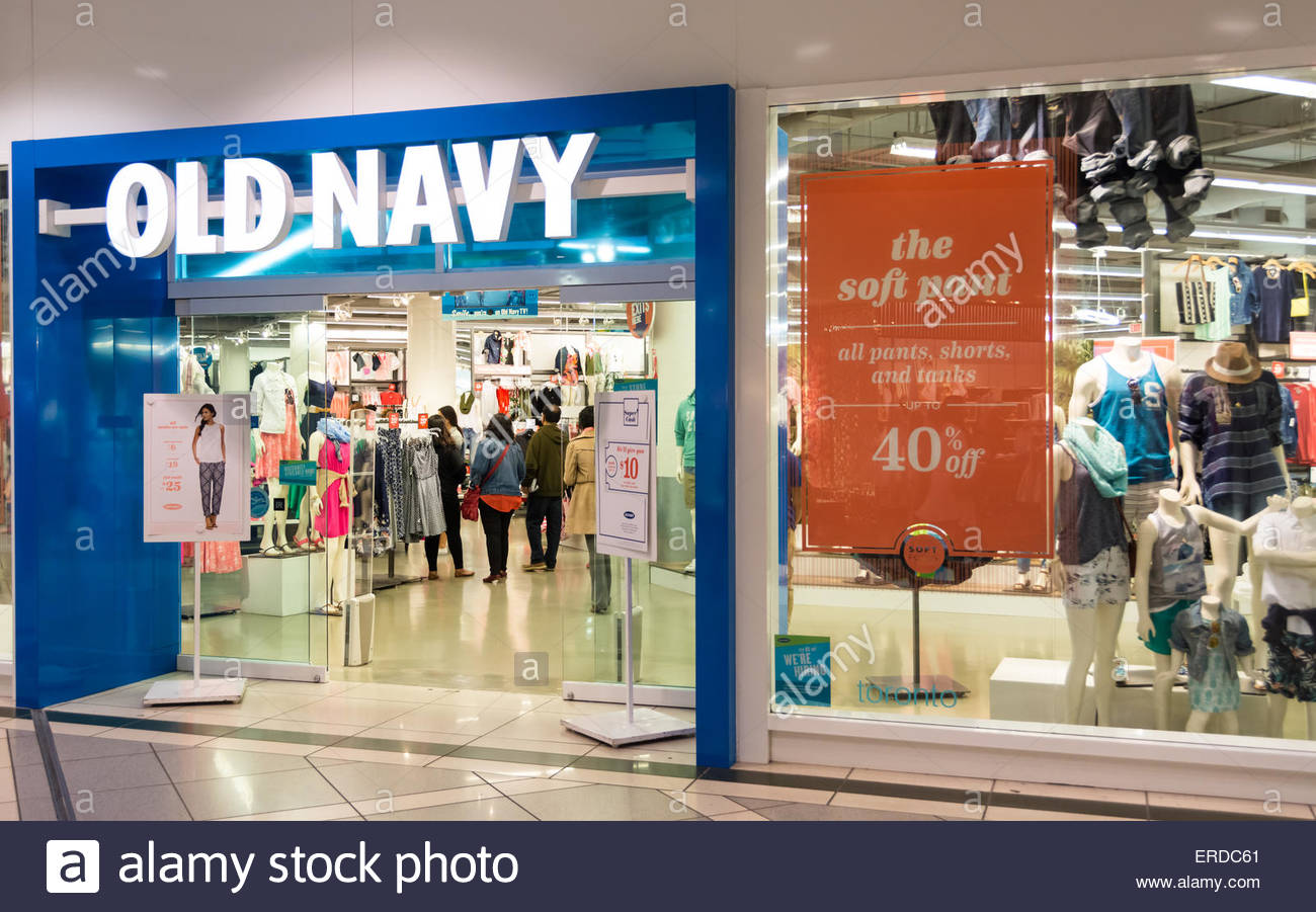 Old Navy clothing store draws a crowd to its latest sale Stock Photo ...