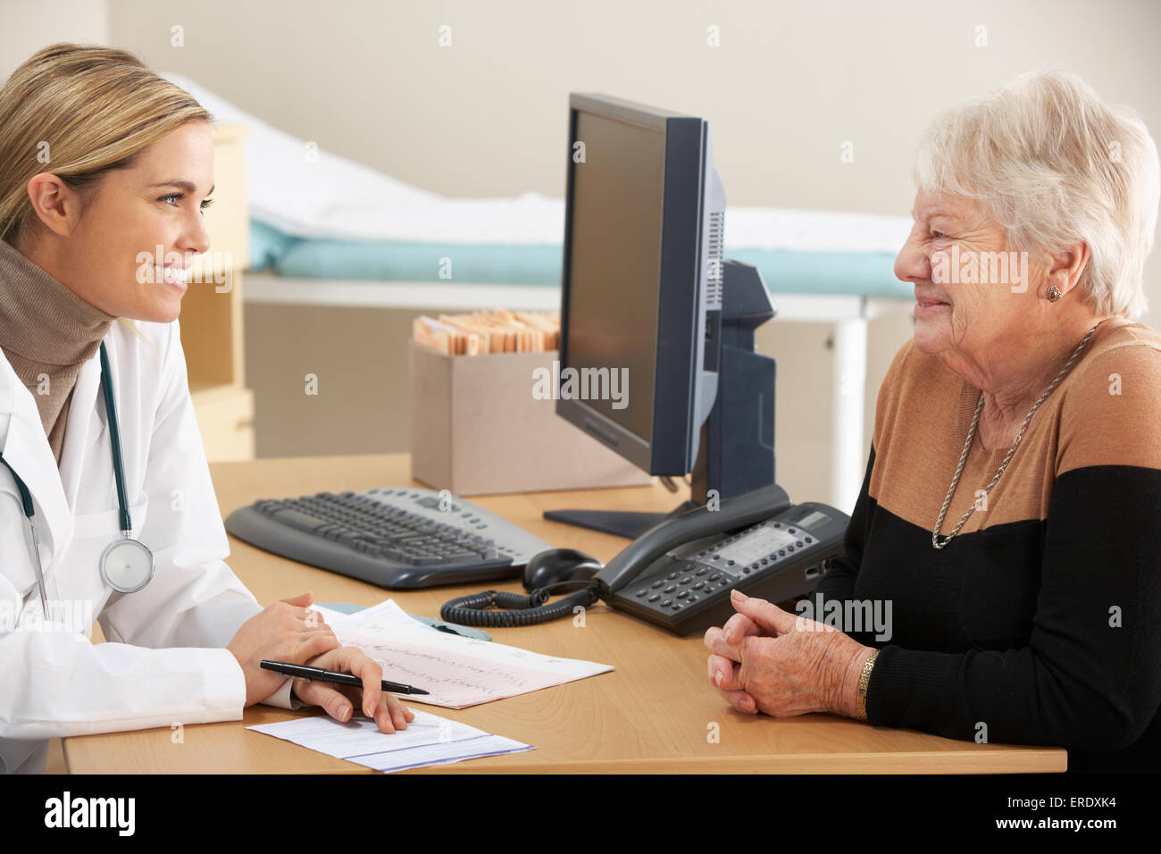 Doctor talking to senior woman patient - Stock Image