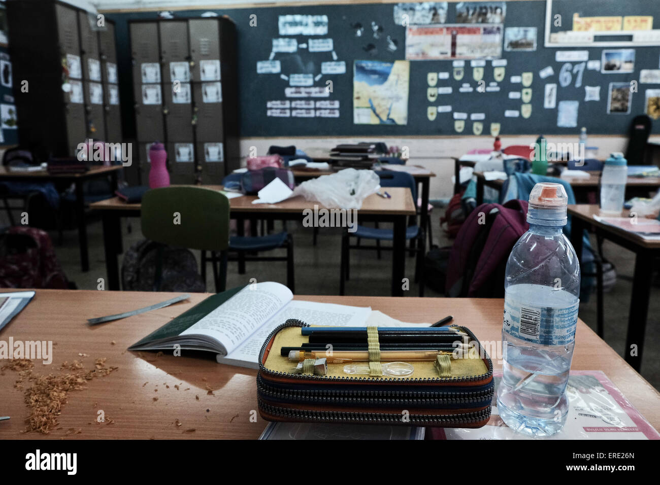 Jerusalem, Israel. 2nd June, 2015. Personal belongings are all that remain in empty classrooms as students of the - Stock Image