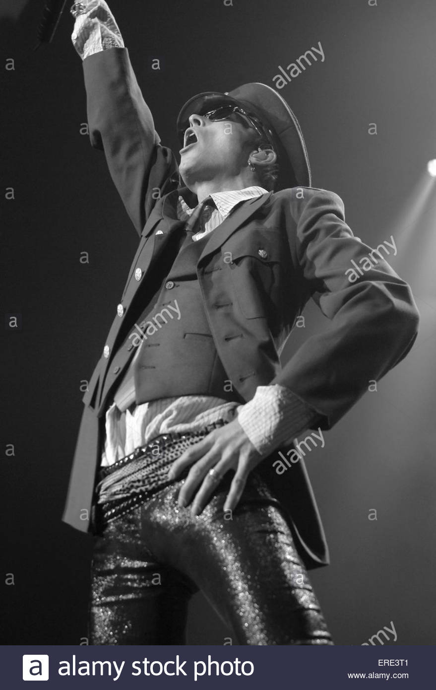Scott Weiland of Velvet Revolver performinf in Brixton London January 2005 - Stock Image
