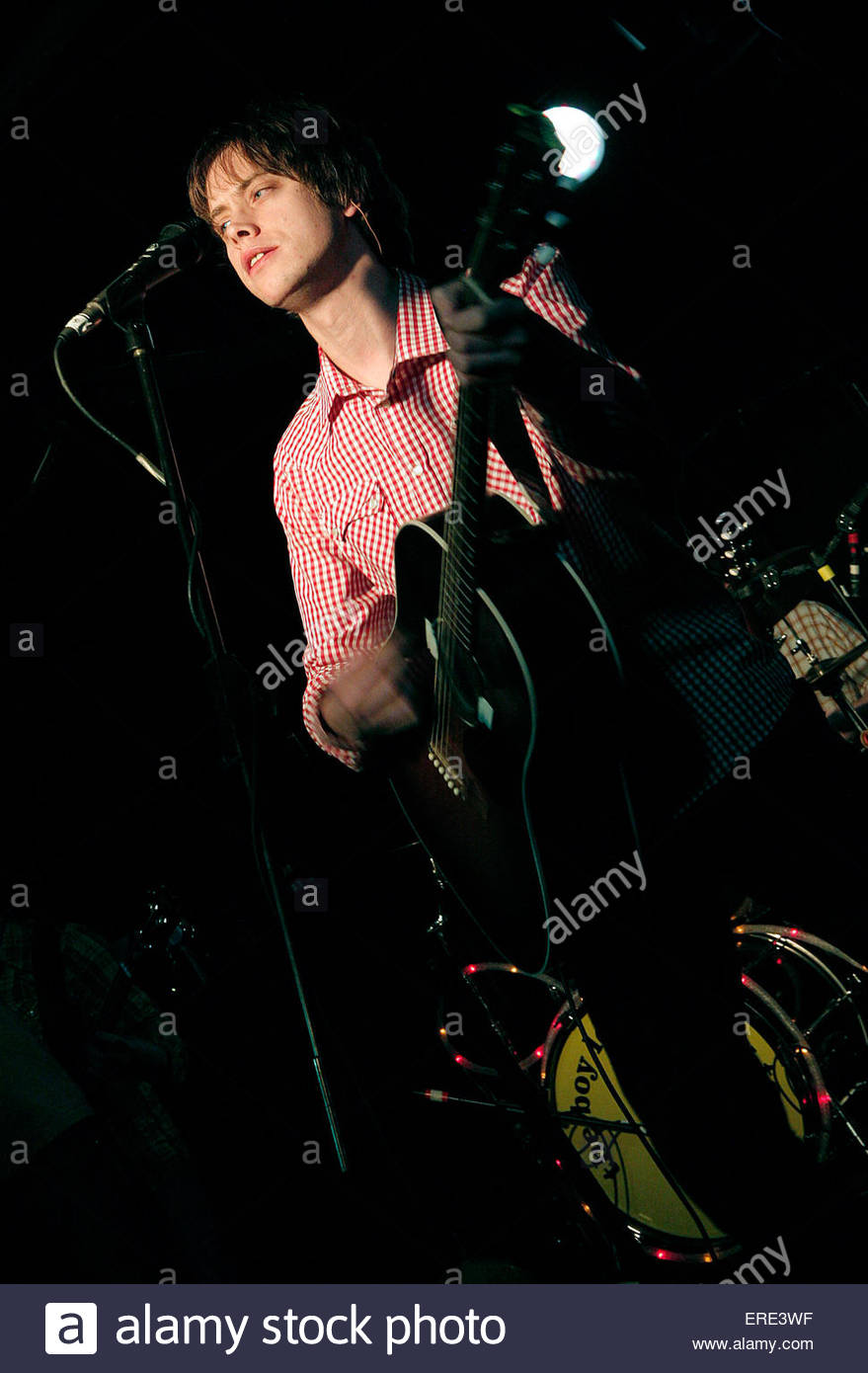 Pete Hobbs of The Boy Least Likely To performing in Bristol January 2007 - Stock Image