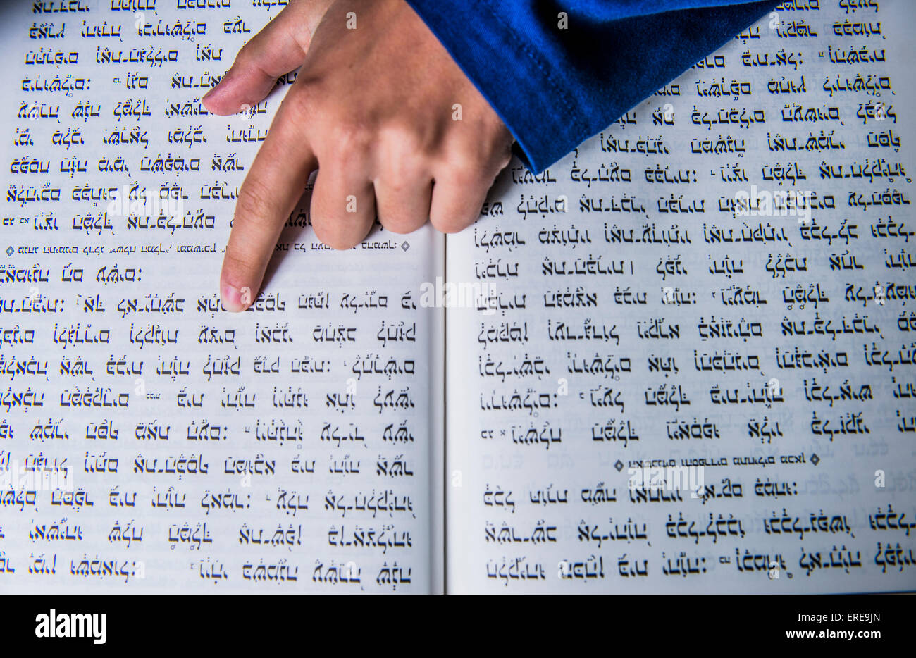 hand of a prayer on a jewish bible - Stock Image