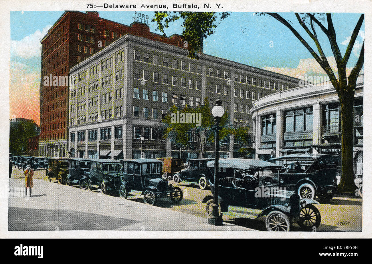 Buffalo, NY, Delaware Avenue. Postcard  with early cars parked next to the sidewalks. - Stock Image