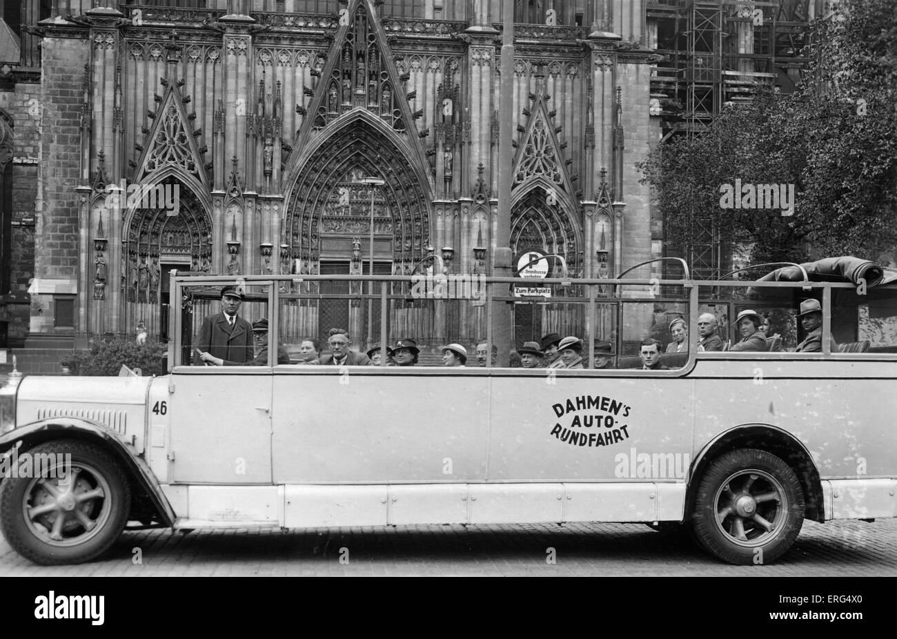 Cologne, Germany, c. 1930s. Dahmen's Auto Rundfahrt (Dahmen's Tour Bus). Postcard stamped 28/05/1935. - Stock Image