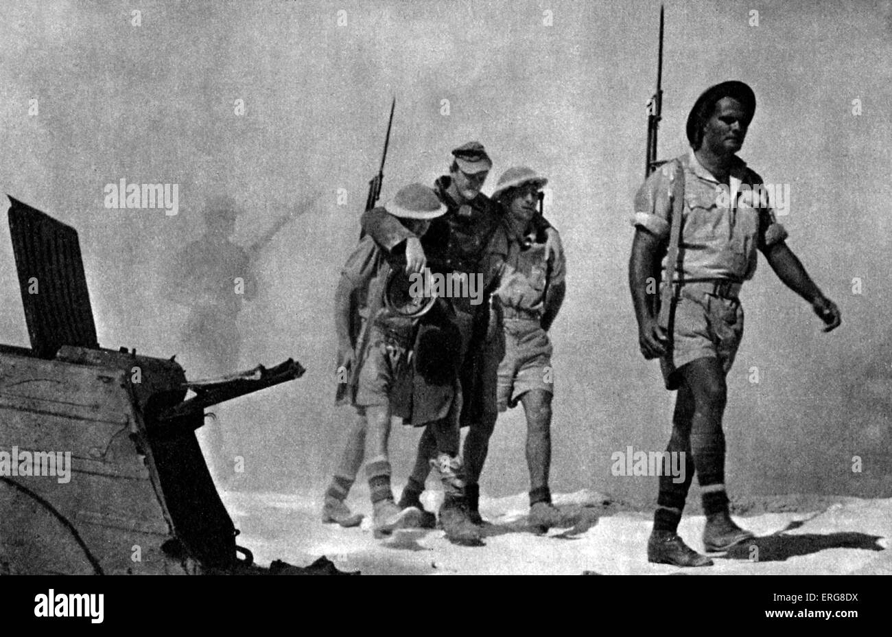 The Eighth Army - WWII.  The Battle of Egypt, October 1942. Australian soldiers bring in a wounded prisoner. - Stock Image
