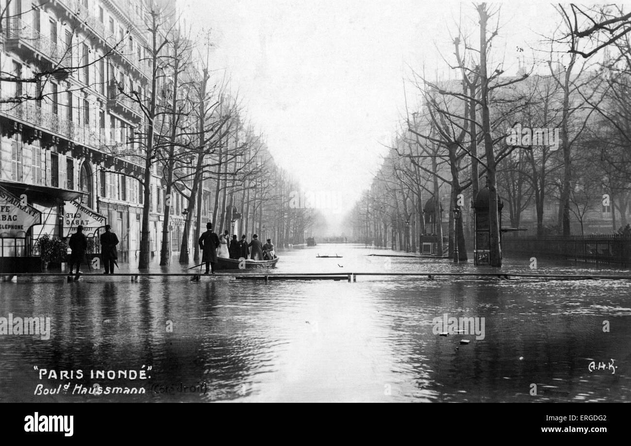 great flood of paris 1910 boulevard haussmann street view stock