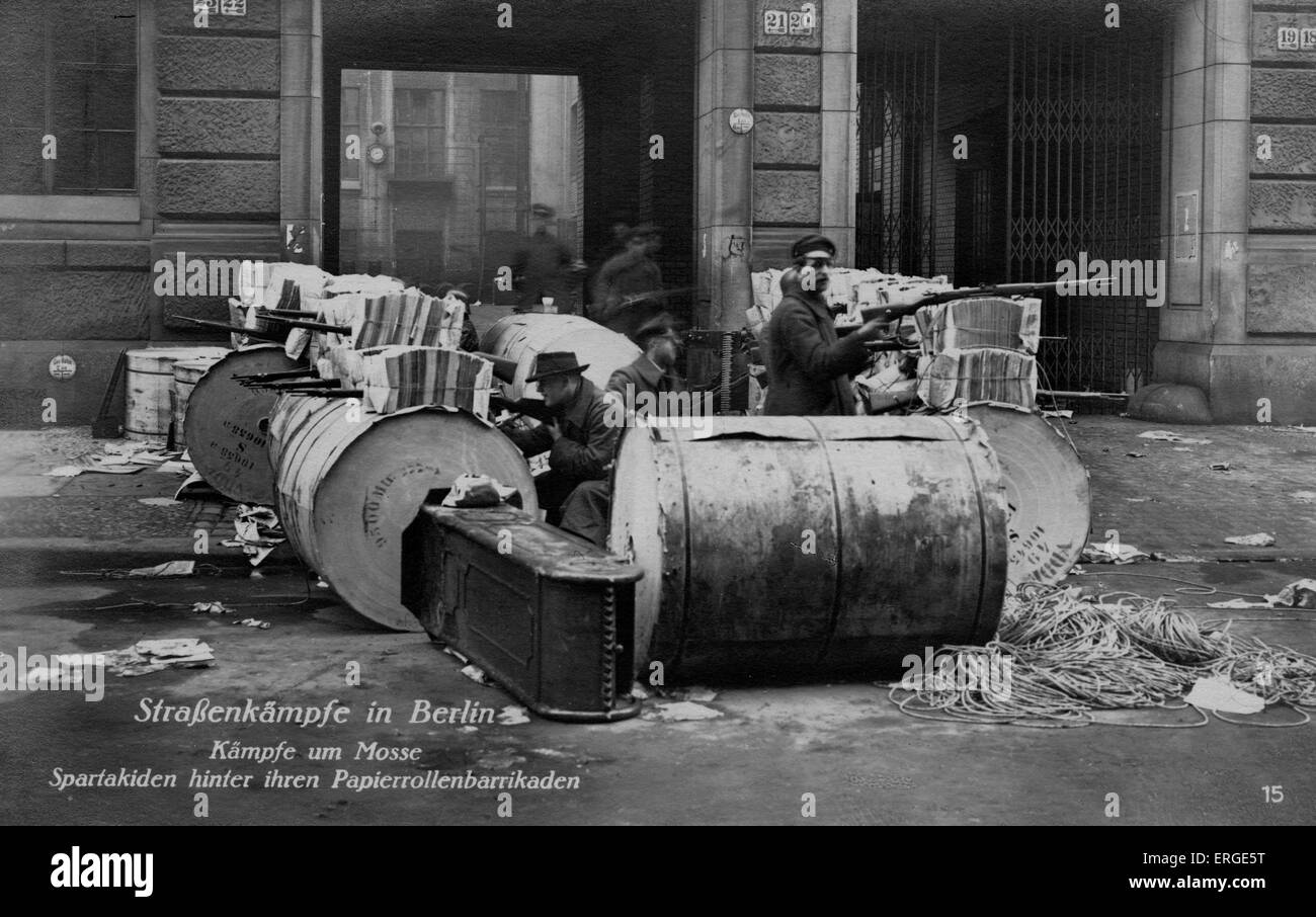 Street battles in Berlin - Spartacists behind a paper roll barricade. During Spartacist Uprising of German Revolution - Stock Image