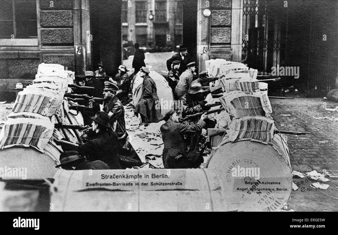 Street battles in Berlin - Spartacists behind a two - way barricade.  During Spartacist Uprising of German Revolution - Stock Image