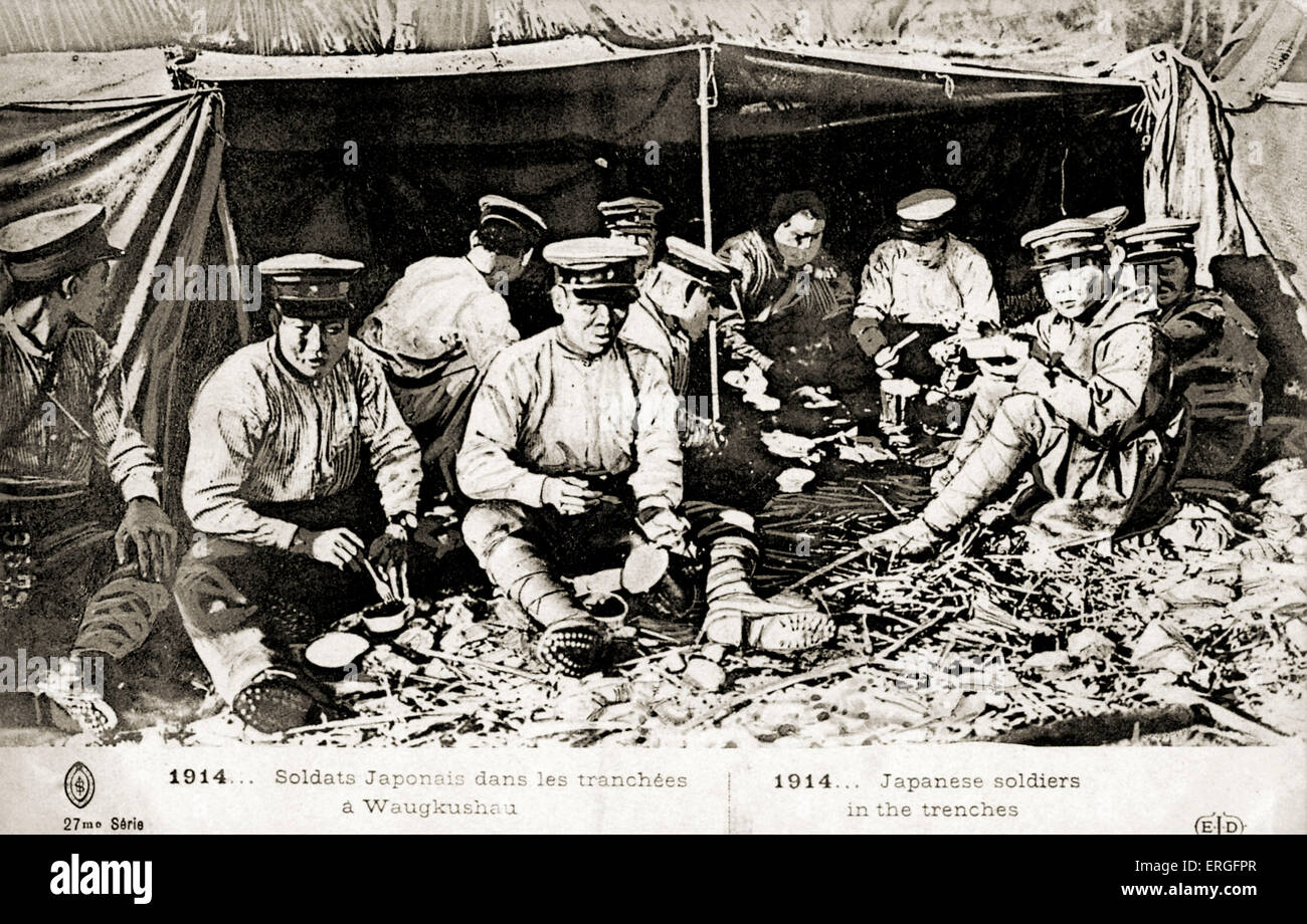 Japanese soldiers in the trenches at Waugkushau . 1914. - Stock Image