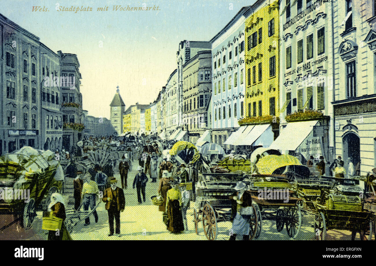 Wels, Austria: town square with weekly market. Postcard, 1925. - Stock Image