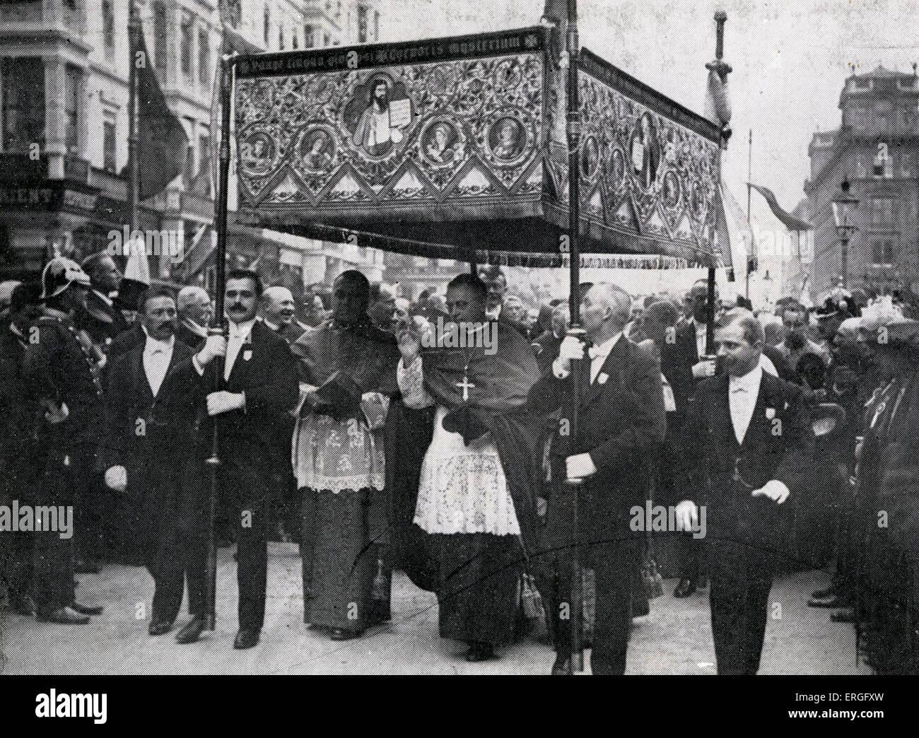 Eucharist Congress, Vienna, 1912. Shown: Papal legate van Rossum. International Catholic gathering. - Stock Image