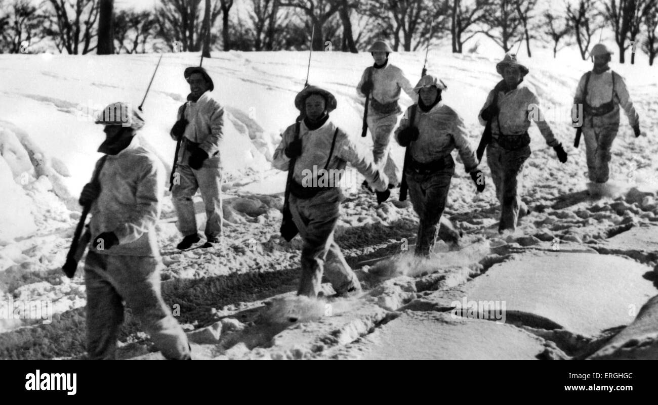 World War 2: Winter on the Western Front. Caption: Wearing white camouflage, British troops exercise in Arctic weather - Stock Image