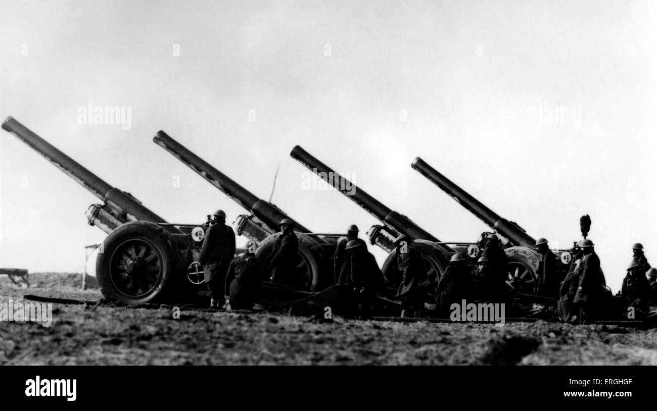 World War 2: Demonstration of field guns. Caption: 'Some of the big guns of B.E.F as they took part in a demonstration - Stock Image