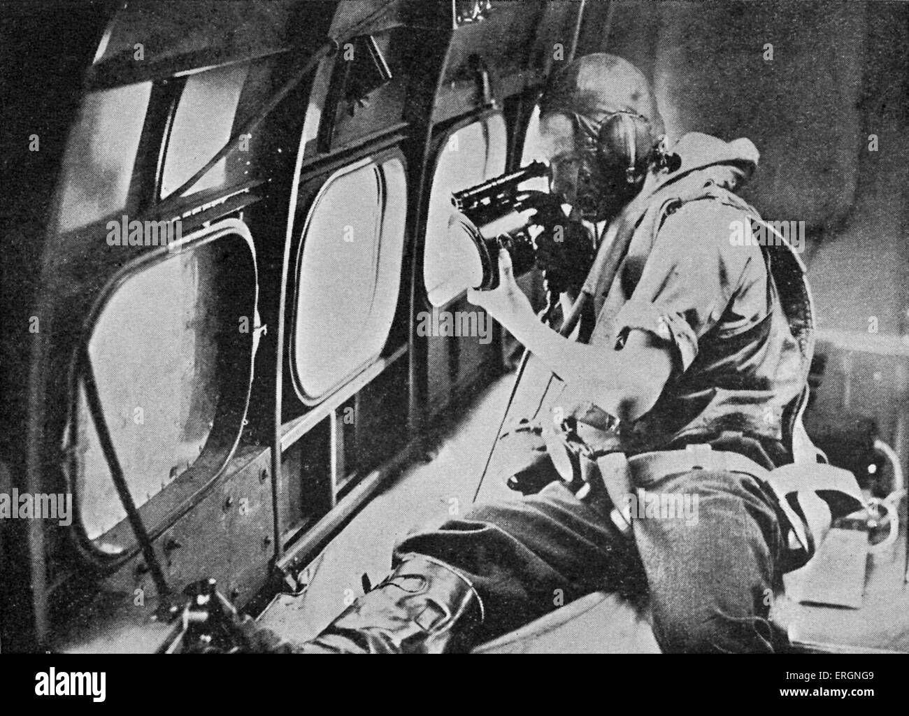 WW2 -Wireless Operator. Caption reads 'Wireless operator signals with aldis lamp 'close formation' as - Stock Image