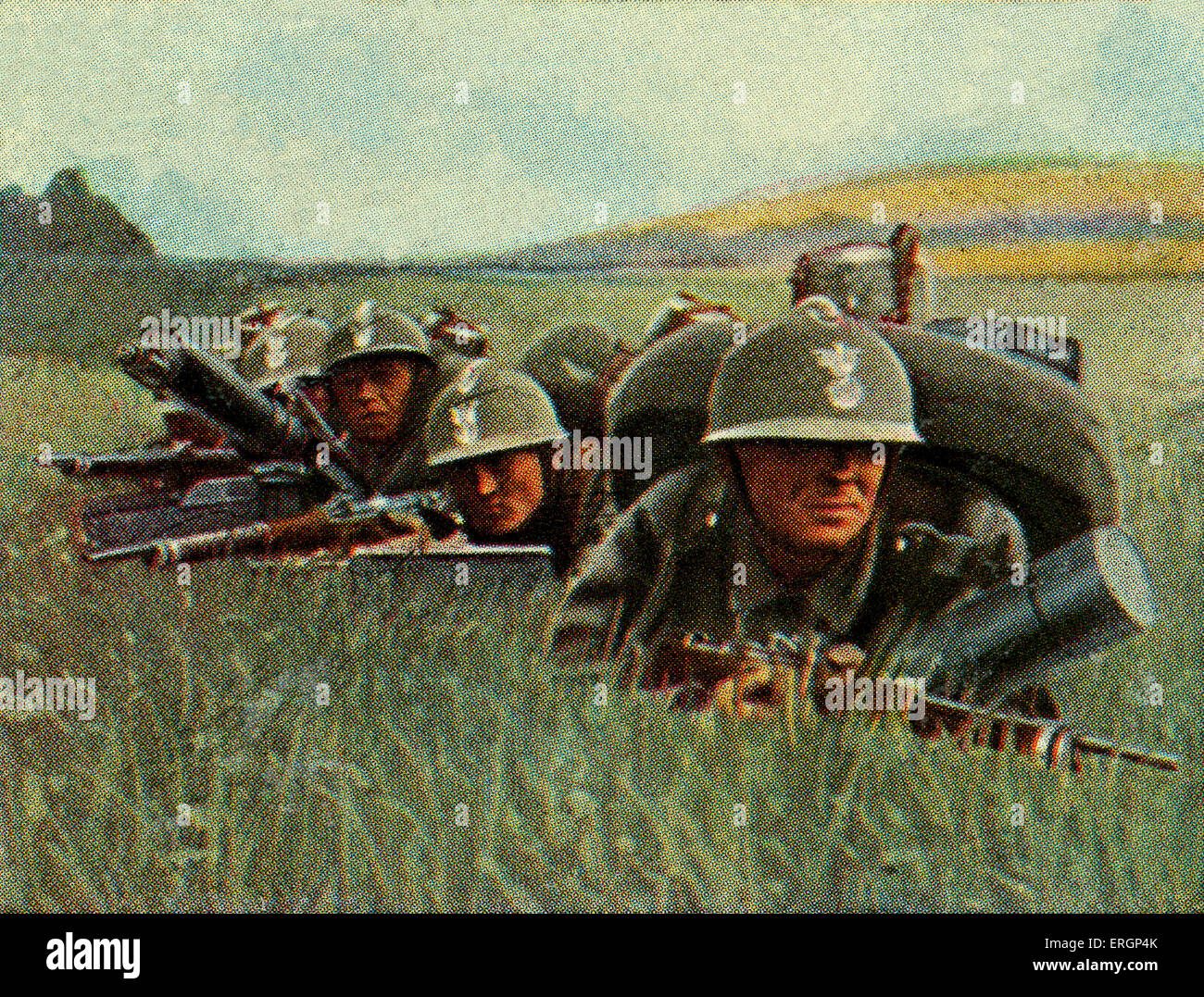 Polish infantry with heavy machine guns in the battlefield.  Capacity is 800 shots per minute.  (Source: Cigarette - Stock Image