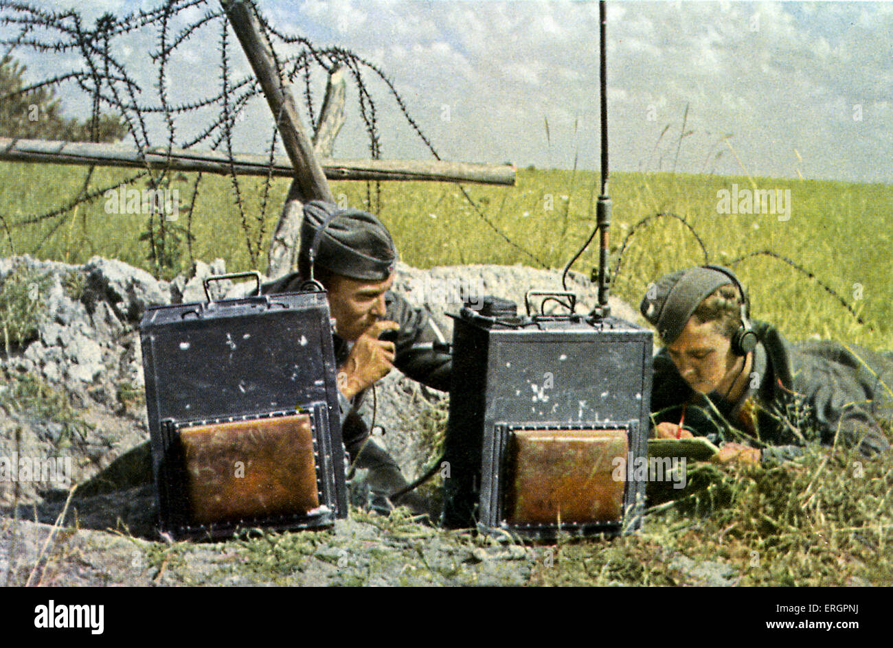 WW2 - Eastern Front. Team of radio operators working during combat. - Stock Image