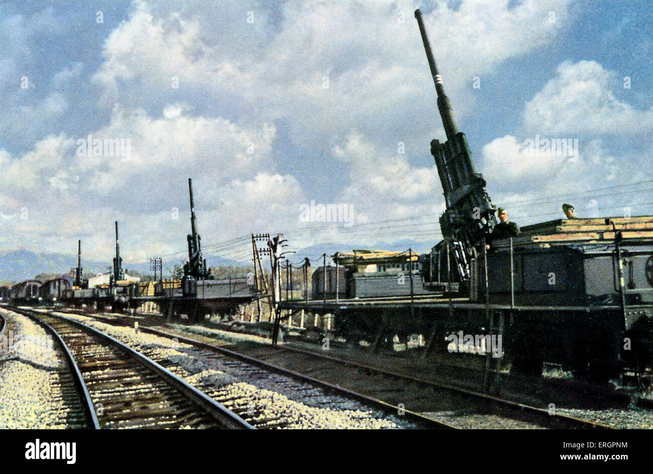 WW2 - Eastern Front. Protection against air attack, German artillery guns mounted on trains. - Stock Image