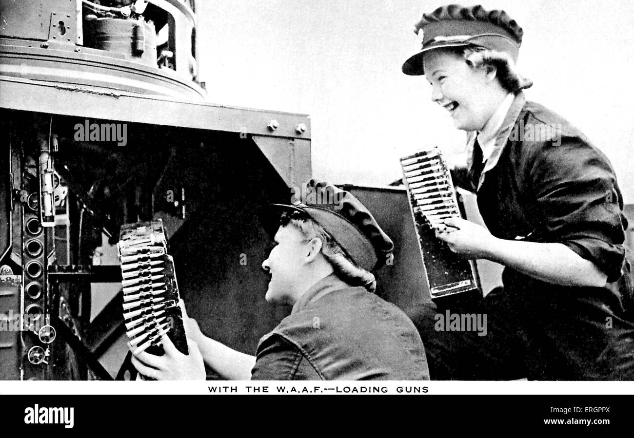 Women 's Auxiliary Air Force (WAAF) - Two women loading bullets into a gun. - Stock Image