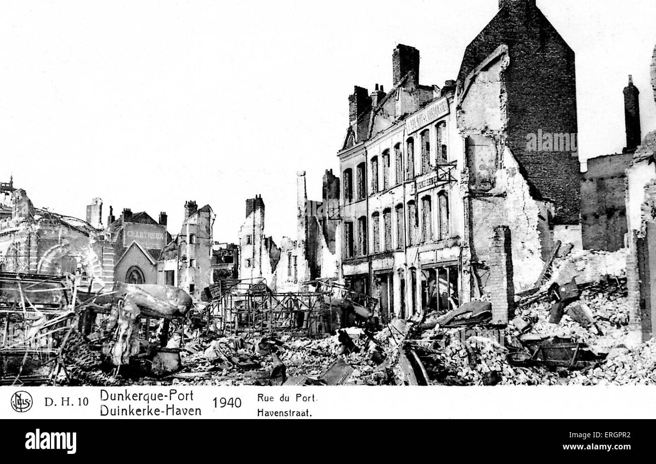 Dunkirk 1940 - view of ruined buildings and rubble on the Havenstraat. - Stock Image