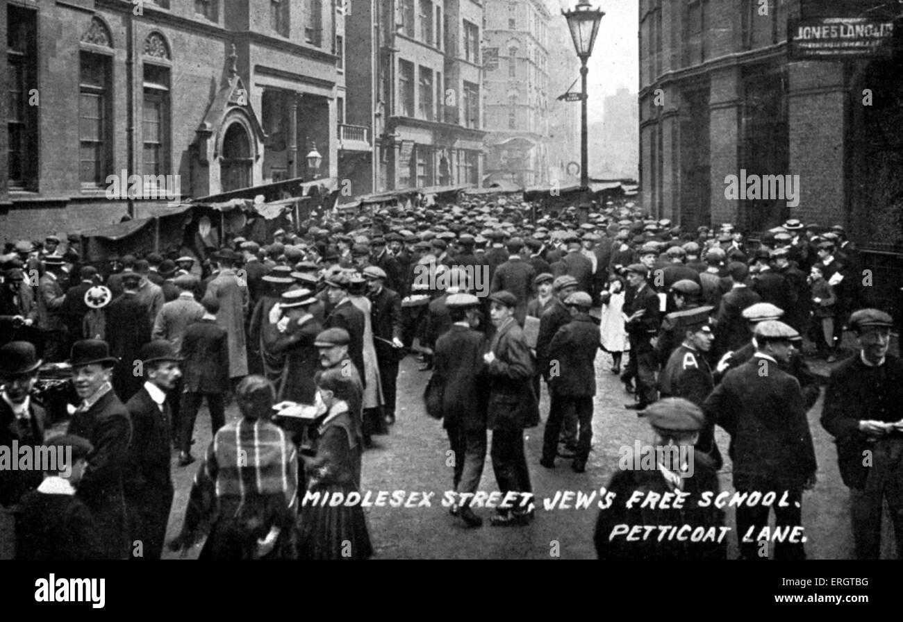 Jew's Free School, Middlesex Street, Petticoat Lane in East End of London. School children in street c. 1900s. - Stock Image
