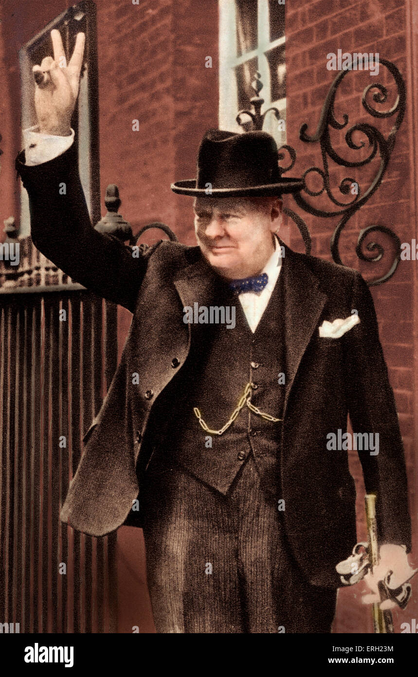 Sir Winston Churchill - portrait of British Prime Minister giving the 'V' victory sign on 5 June 1943 outside - Stock Image
