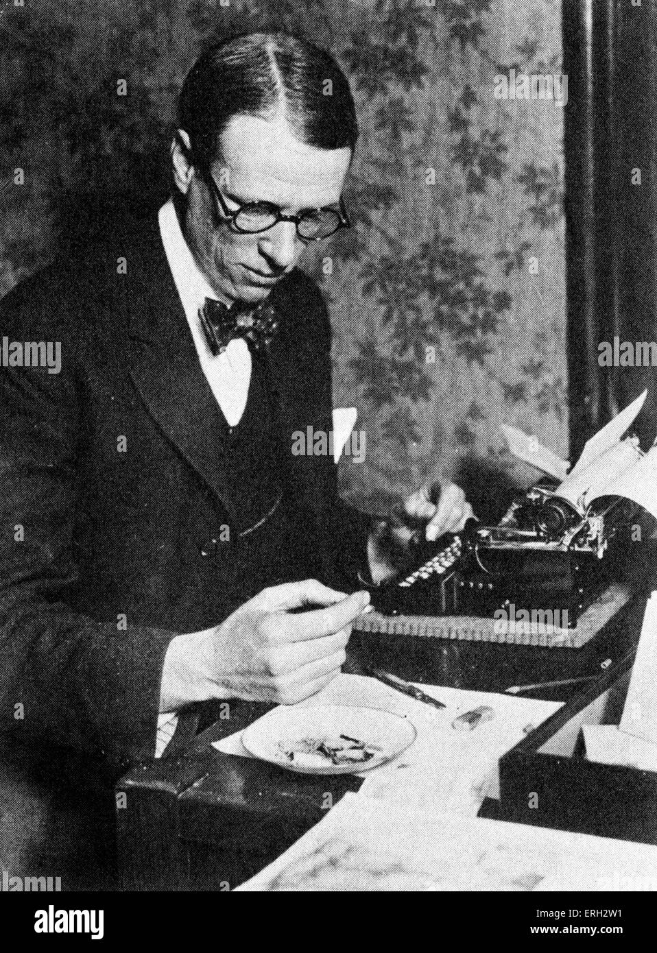 Sinclair Lewis, c. early 1930s, working on his novel 'It Can't Happen Here'. American novelist and playwright, - Stock Image