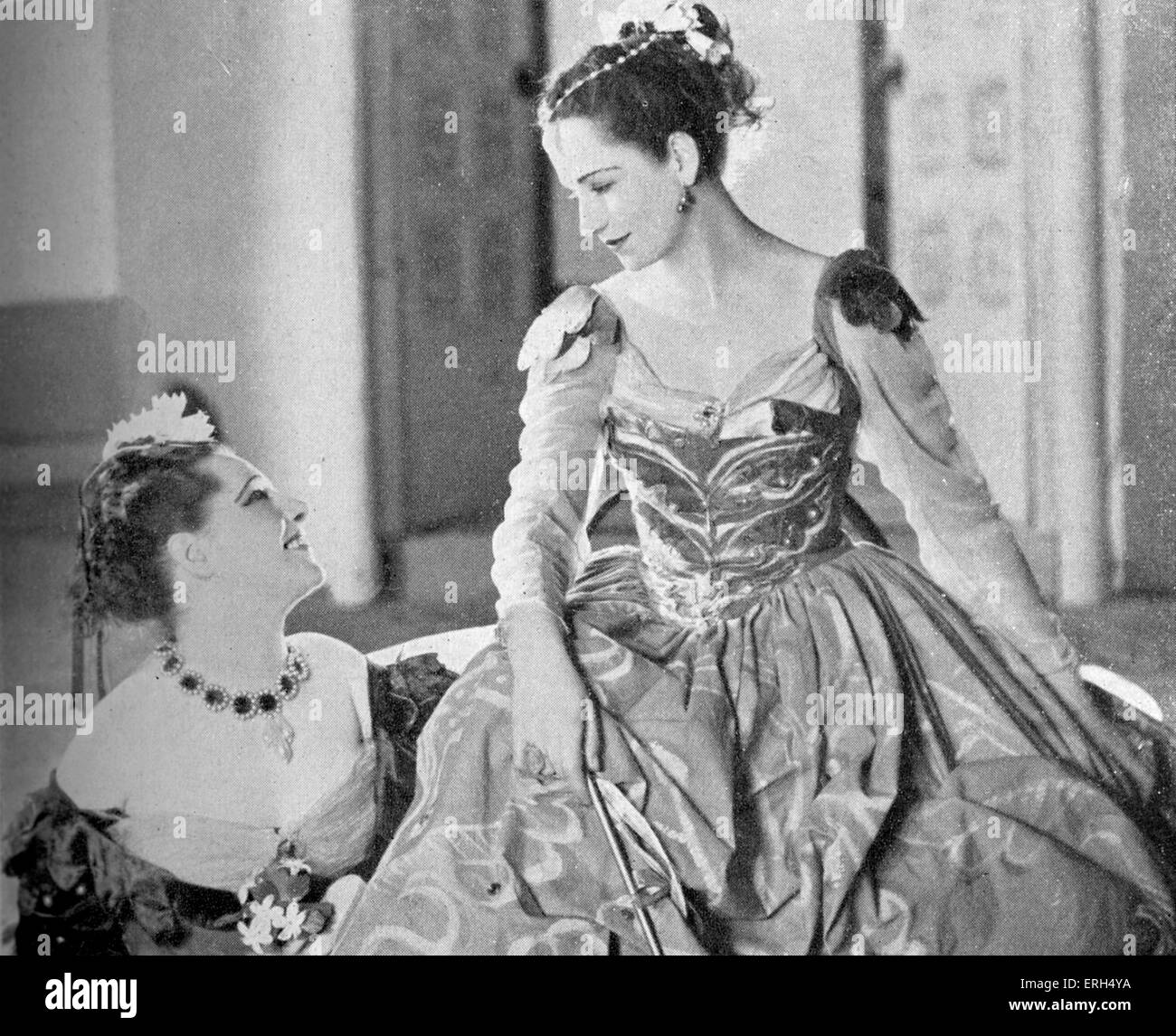 'The Merchant of Venice' by William Shakespeare with Angela Baddeley as Nerissa and Peggy Ashcroft as Portia, - Stock Image