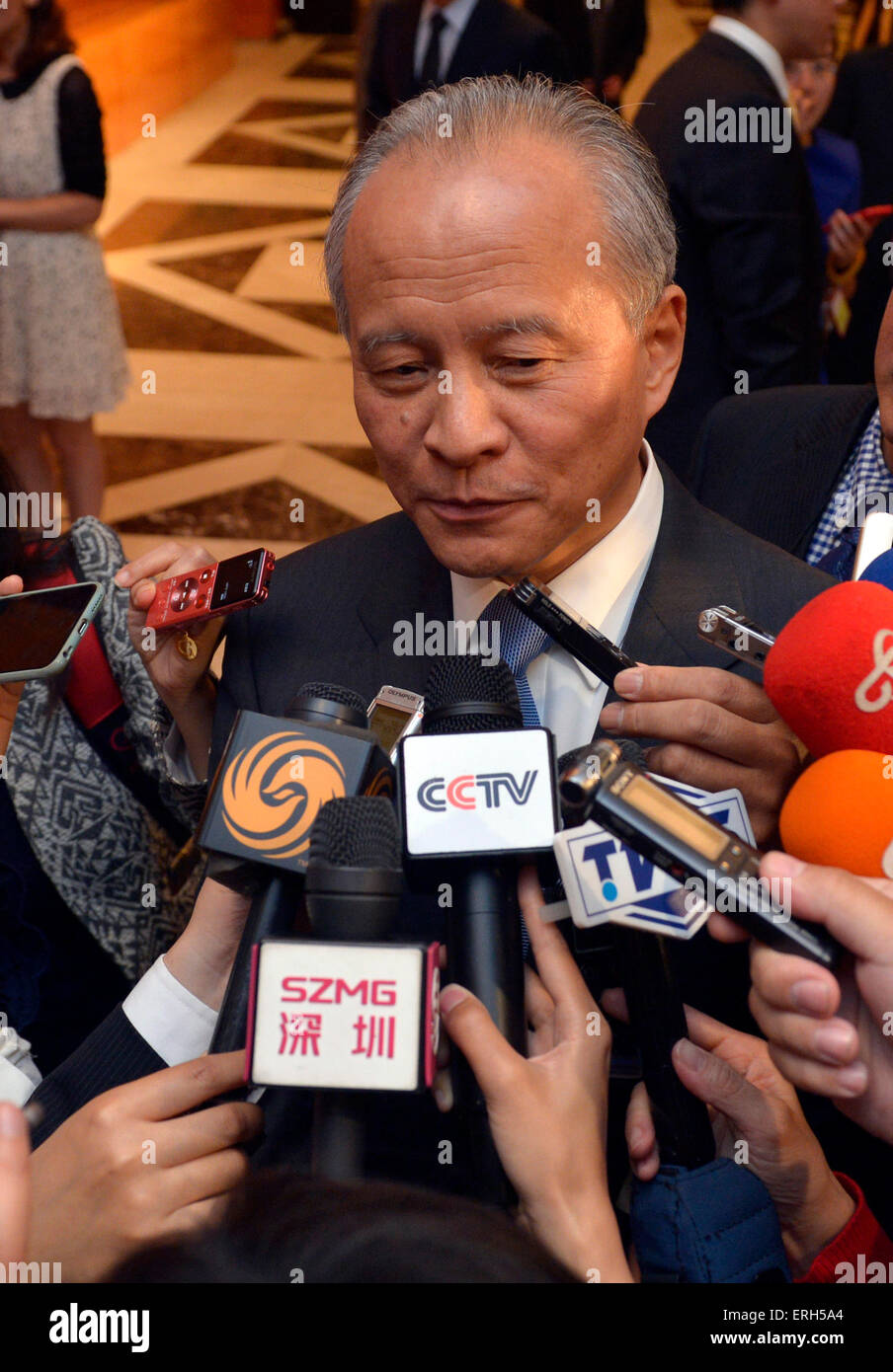 Washington, USA. 2nd June, 2015. Chinese Ambassador to the United States Cui Tiankai speaks to Chinese reporters - Stock Image