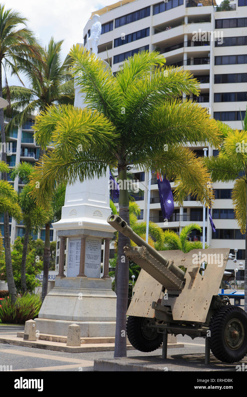 The War Memorial outside the Cairns Returned Service Leagues Club (RSL) on the Esplanade foreshore, Cairns, far - Stock Image