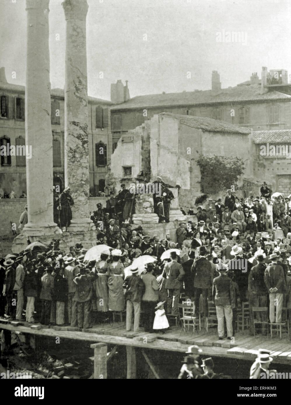 Les jeux floraux at the Théâtre antique in Arles - sur - Rhône : Marie Gasquet, French novelist, - Stock Image