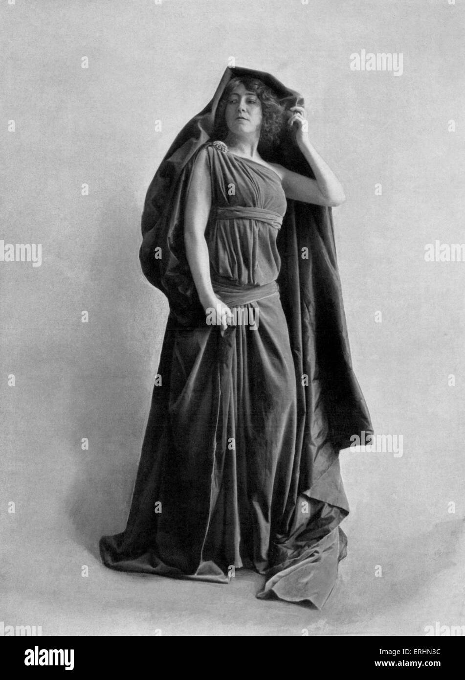 Georgette Leblanc in title role in Maurice Maeterlink 's Monna Vanna Premiered on 7 May 1902 at Théatre de l'Oeuvre. Stock Photo