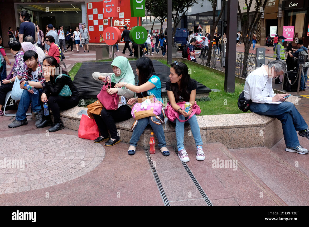 Tourists and locals in Causeway Bay, Hong Kong, SAR, China - Stock Image
