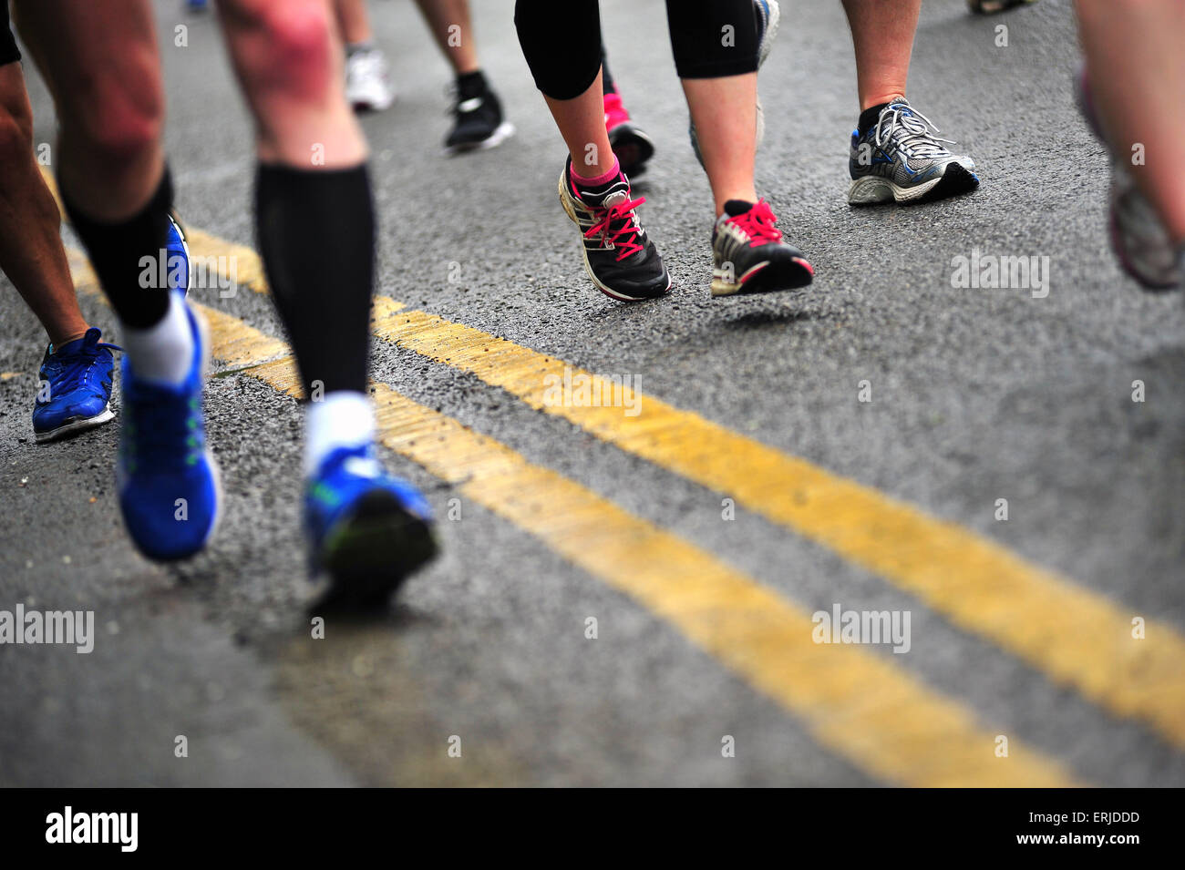 People running during the Bristol 10 race. - Stock Image