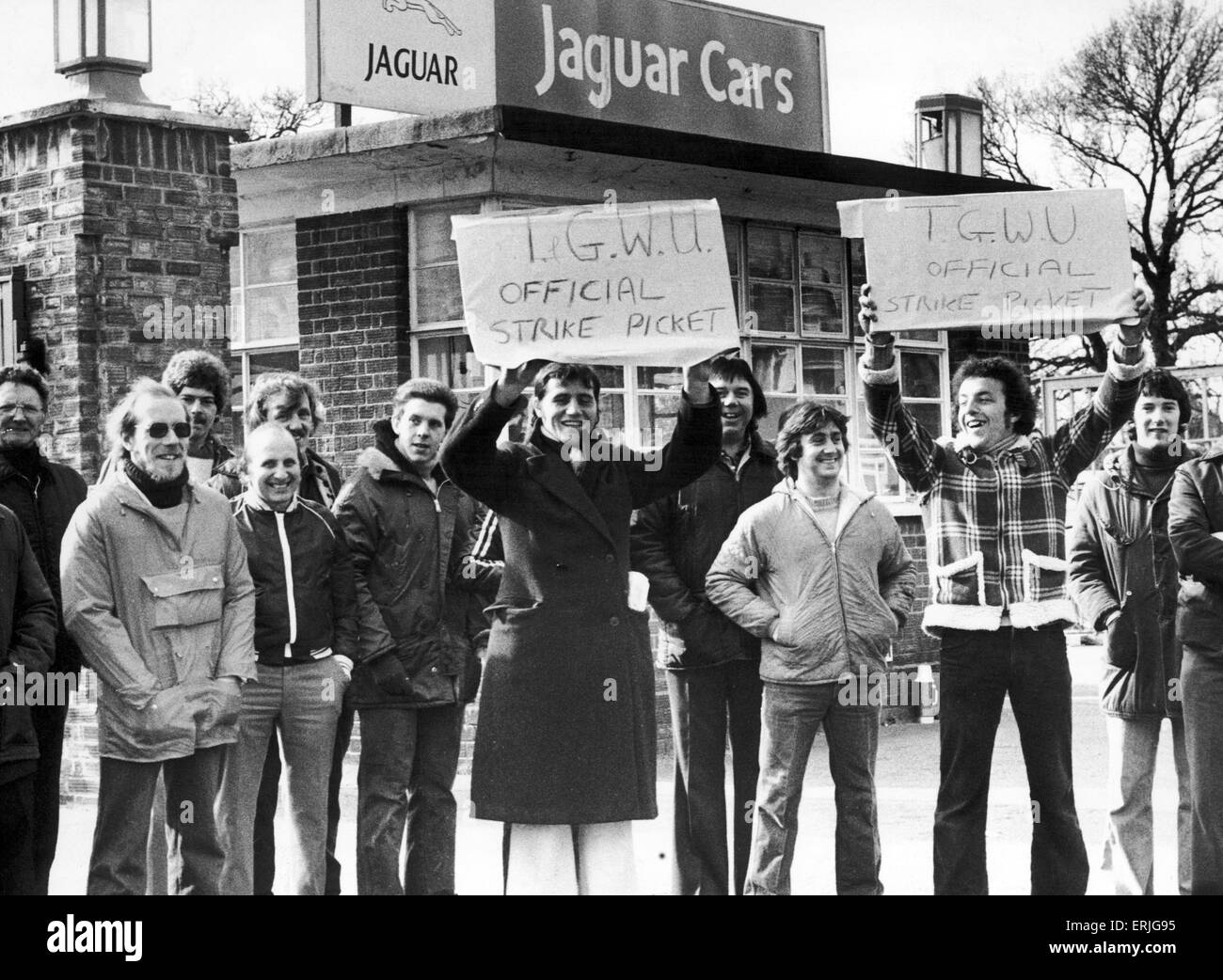 Striking Jaguar workers picket the gates of the Coventry factory. The strike broke out following British Leyland - Stock Image