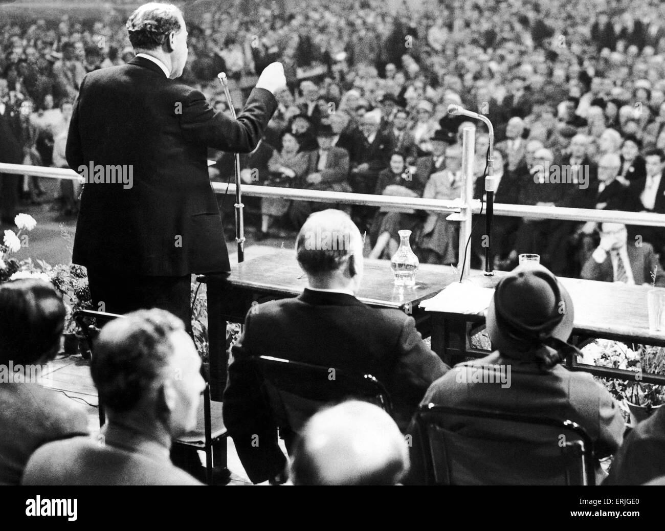 Leader of the Labour Party Hugh Gaitskell addresses a large crowd in St martins Market Hall, Birmingham during the - Stock Image