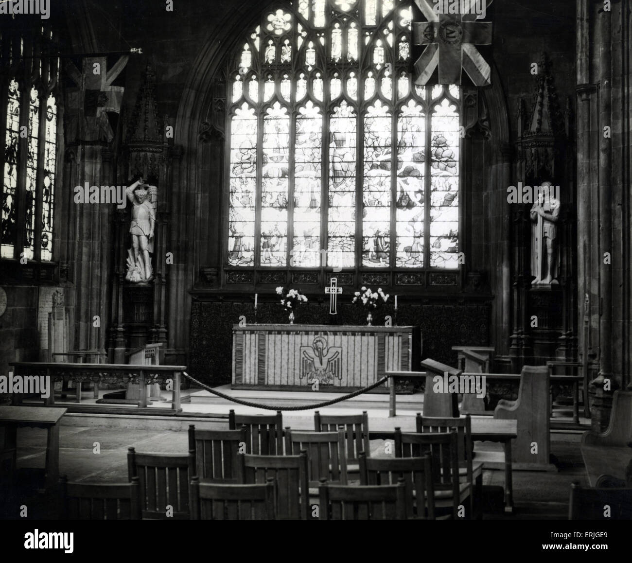 New figures of St Michael & St George at Manchester Cathedral, 11th November 1938. Manchester Cathedral is a - Stock Image