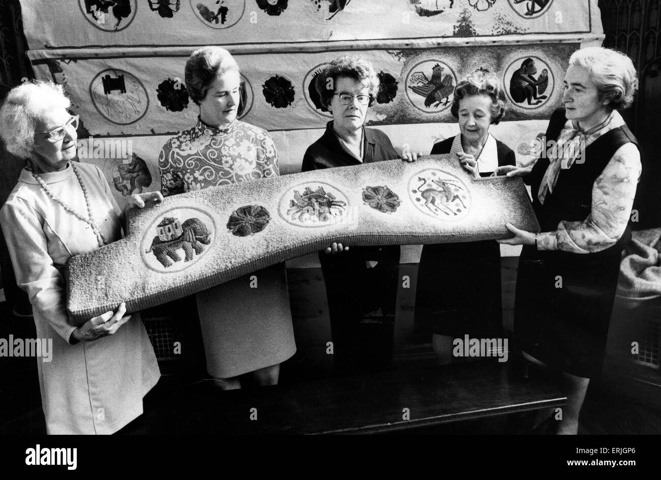 Manchester Cathedral Ladies Embroidery Group, (l-r) Jessie Townson, Rose Horrocks, Joan Fern, Leah Morrison and - Stock Image