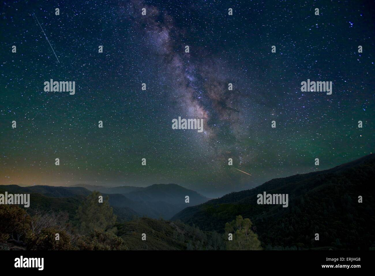 Incredible view of the Milky Way and shooting stars over Big Sur, California - Stock Image