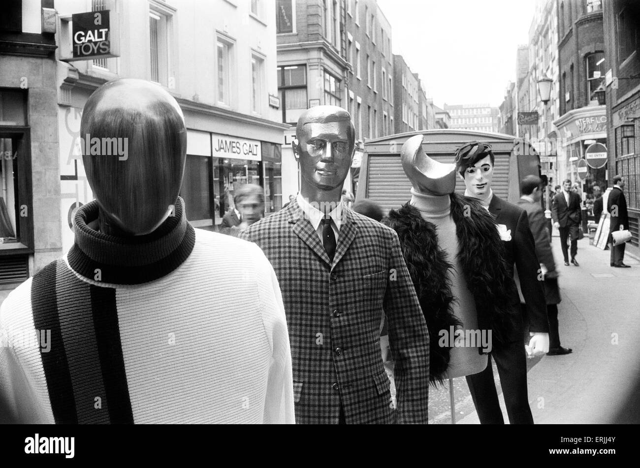 Mens Fashions, Mannequins in Carnaby Street, 31st March 1966. - Stock Image