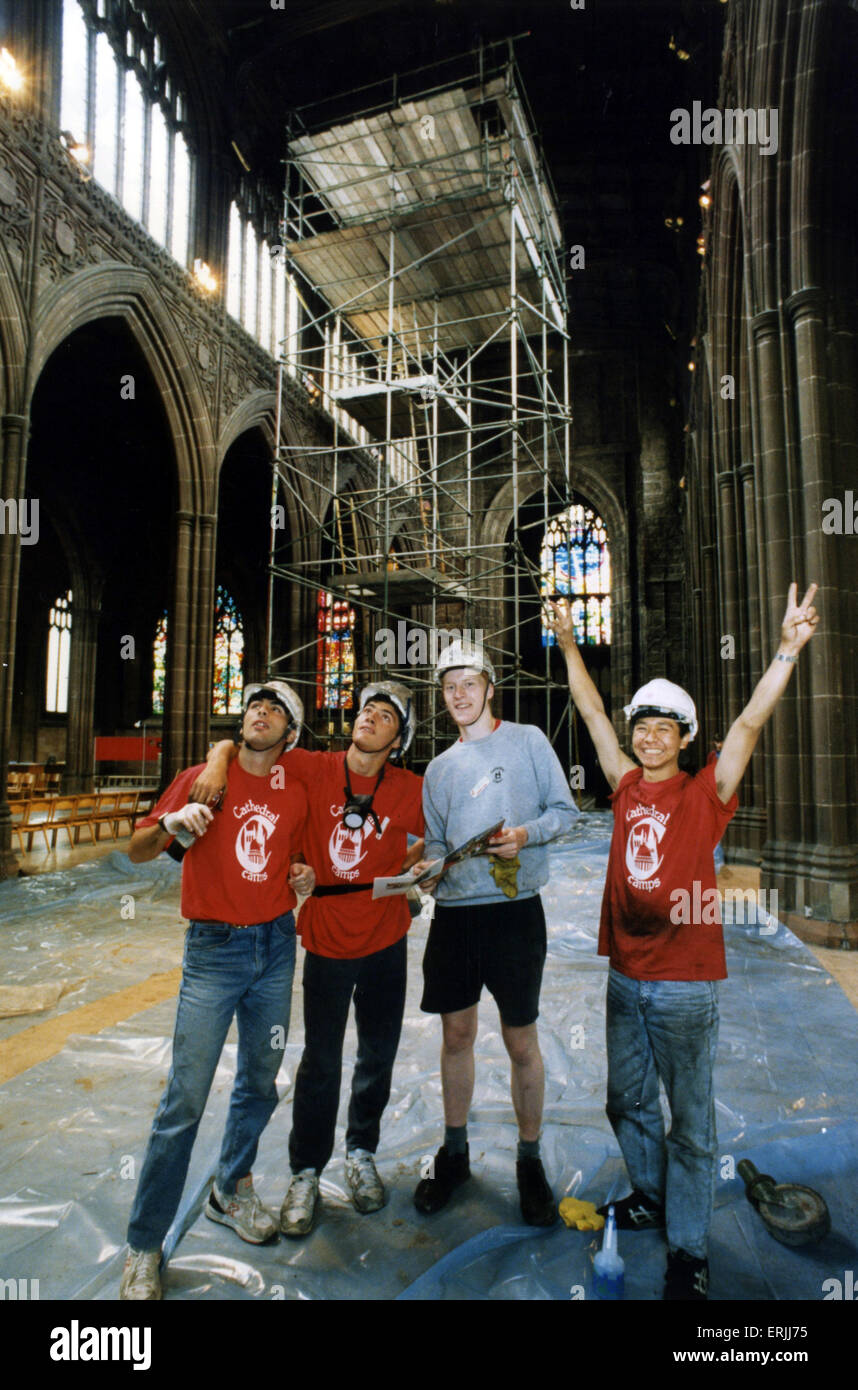 Volunteer Cleaners at Manchester Cathedral, 31st August 1994. Marco Carta, Vito Goffredo, Rob Skae and Hiroki Uchiyama - Stock Image