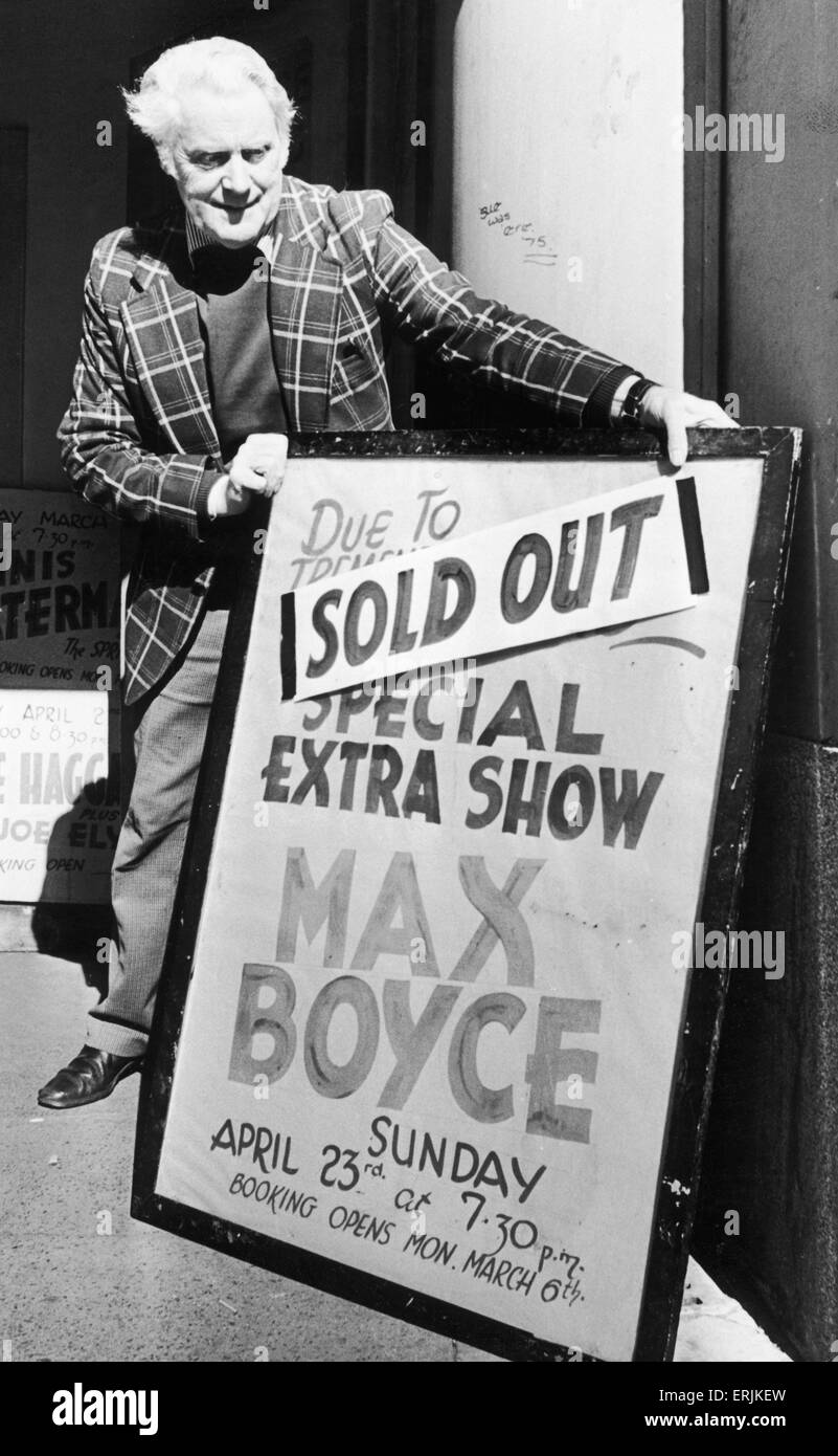 Theatre worker Ted Grant places the sign outside the Coventry Theatre telling the bad news for Max Boyce fans, that - Stock Image